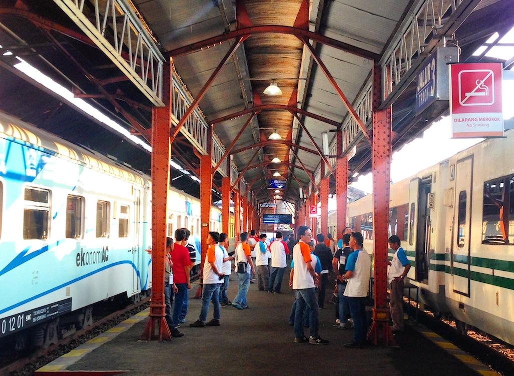 Di Stasiun Tawang Semarang