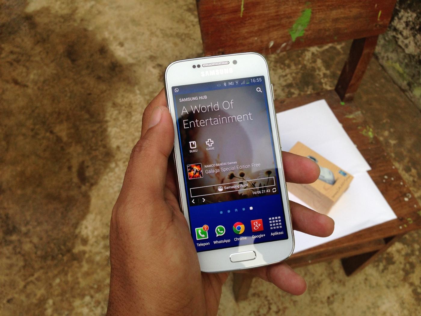 Nyaman di Tangan Galaxy S4 Zoom