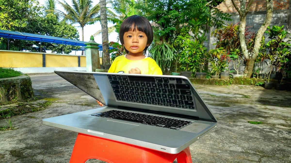 WTS MacBook Pro 17 inch Mak Nyus Late 2011