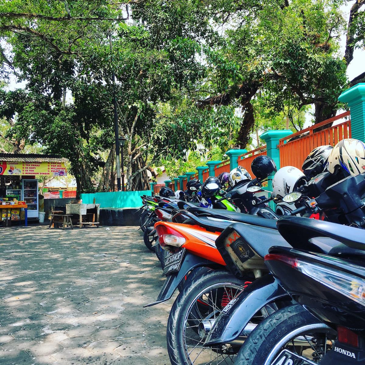 Parkir Pengunjung Water Byur