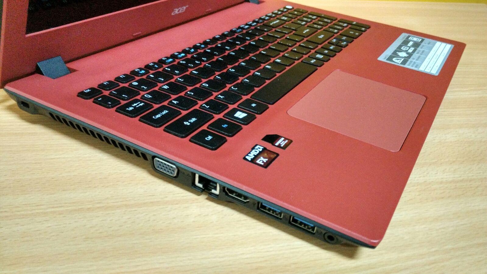 Port dan rapi dan Desain Keyboard yang pas membuat Aspire E5-552G (FX) sangat istimewa